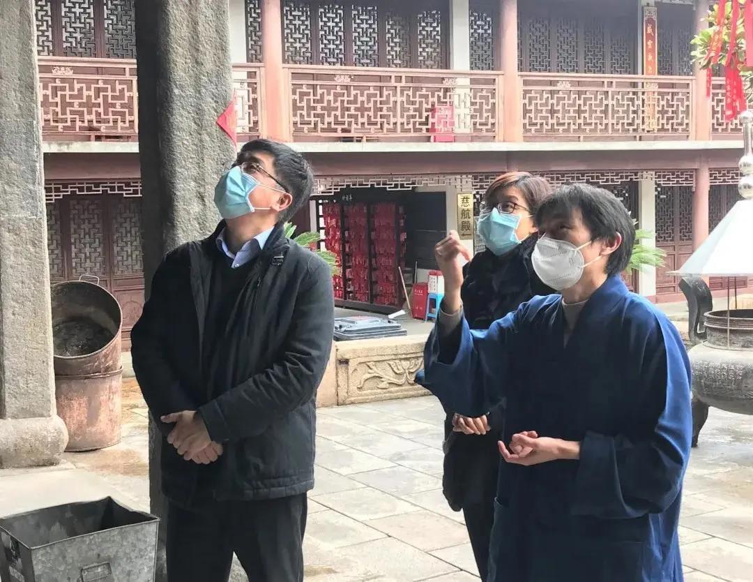 上海市青浦区委统战部长赴朱家角镇调研宗教活动场所疫情防控工作