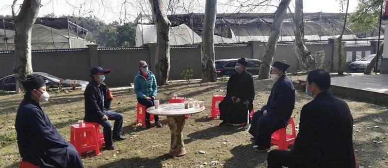 武汉市民宗委副主任黄书革一行到东湖大道观了解疫情防控情况