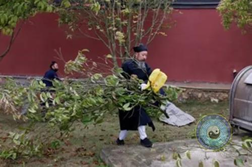 福泉山道教协会、福泉太极宫开展爱国卫生大扫除活动