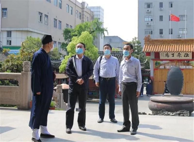 上海市委统战部副部长王霄汉赴松江区宗教活动场所调研