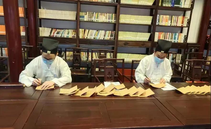上海城隍庙慈爱功德会开展母亲节探望活动