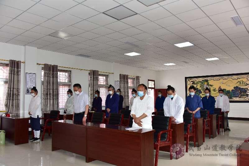 武当山道教学院组织收看全国政协十三届三次会议开幕式