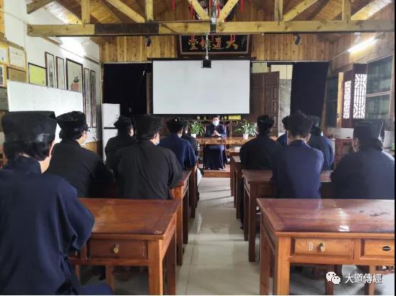 武汉大道观组织全体道众收看全国政协十三届三次会议暨十三届全国人大三次会议开幕式