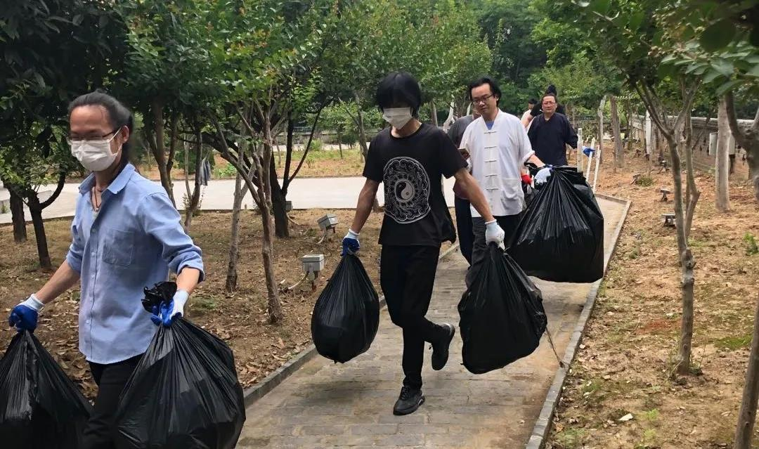 湖北省武汉长春观积极开展爱国卫生运动
