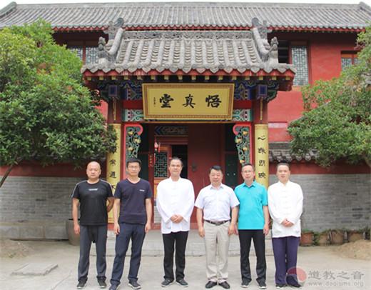 陕西省汉中市汉台区委常委、统战部部长陈琳存一行检查青龙观疫情防控工作