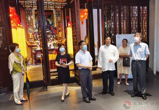 上海市政协常委闵卫星一行到慈爱书院开展公益慈善工作调研