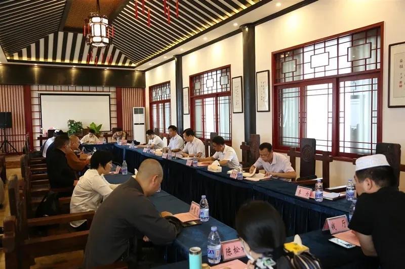 湖南省岳阳市委常委、统战部长胡建新走访调研市五大宗教团体