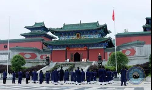 贵州省福泉太极宫举行恢复开放前升国旗仪式