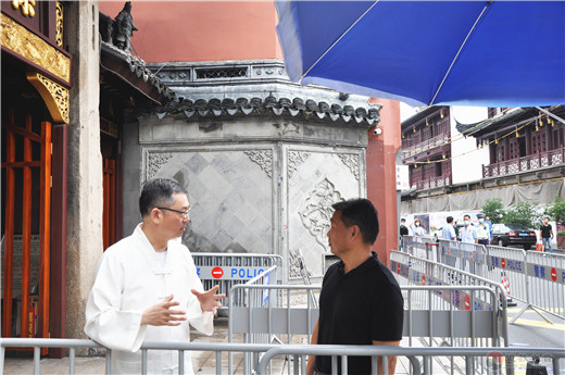 上海市民宗局副局长王凡到上海城隍庙检查指