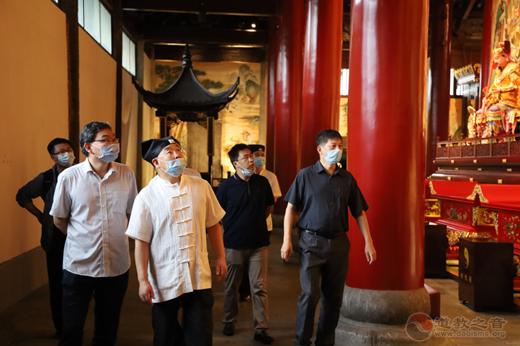 江苏省民宗委政法处副处长任称新一行到苏州玄妙观调研
