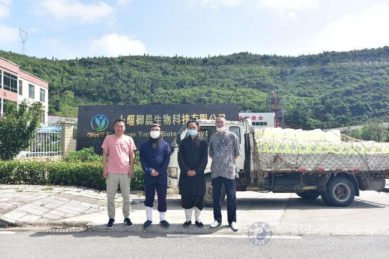 十堰御晨生物向武当道协捐献4000公斤消毒液