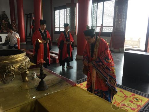 南京方山洞玄观举办纪念抗战暨世界反法西斯战争胜利75周年和平祈祷法会
