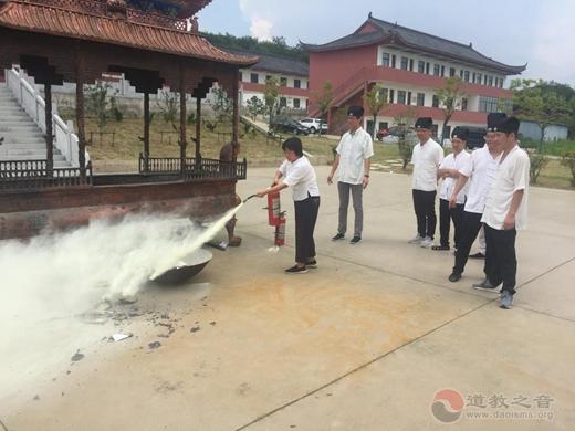 南京方山洞玄观举行安全消防知识学习既消防演练活动