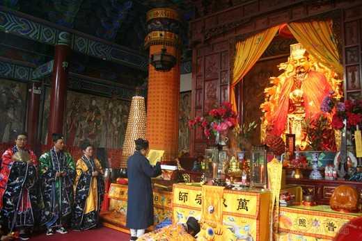 昆明市道教界在真庆观举行纪念中国人民抗日战争暨世界反法西斯战争胜利75周年和平祈祷法会