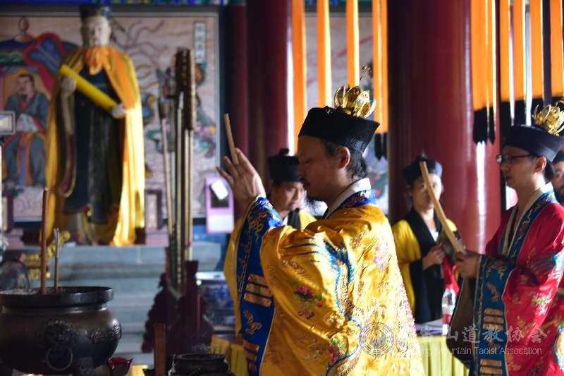 武当山静乐宫举行纪念抗战胜利75周年和平祈祷法会