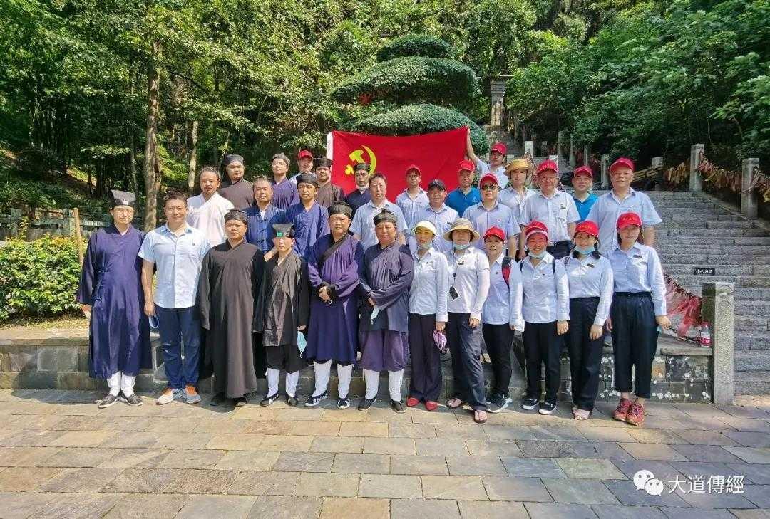 开展志愿服务活动 助力文明创建——武汉大道观配合磨山景区文明创建活动