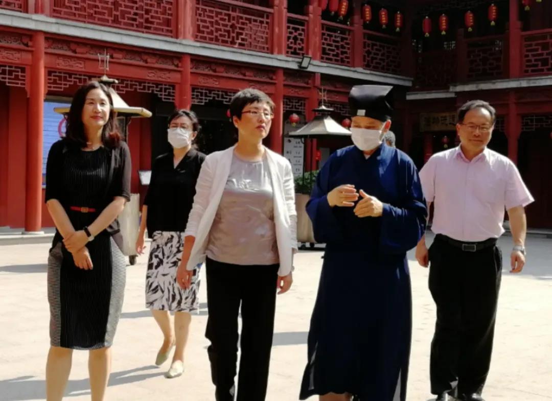 上海市浦东新区领导检查宗教场所恢复开放工作