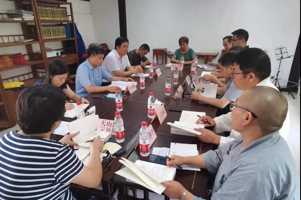 上海市长宁区召开宗教团体和场所负责人会议