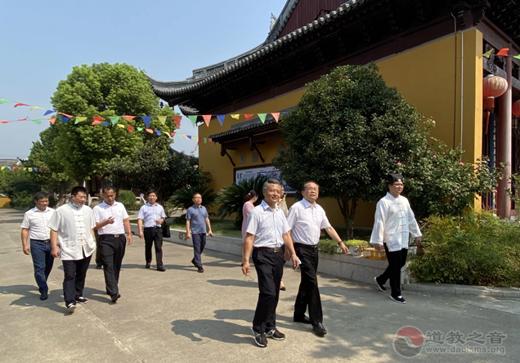 江苏省民宗委副主任何昌林一行指导检查石牌东岳庙
