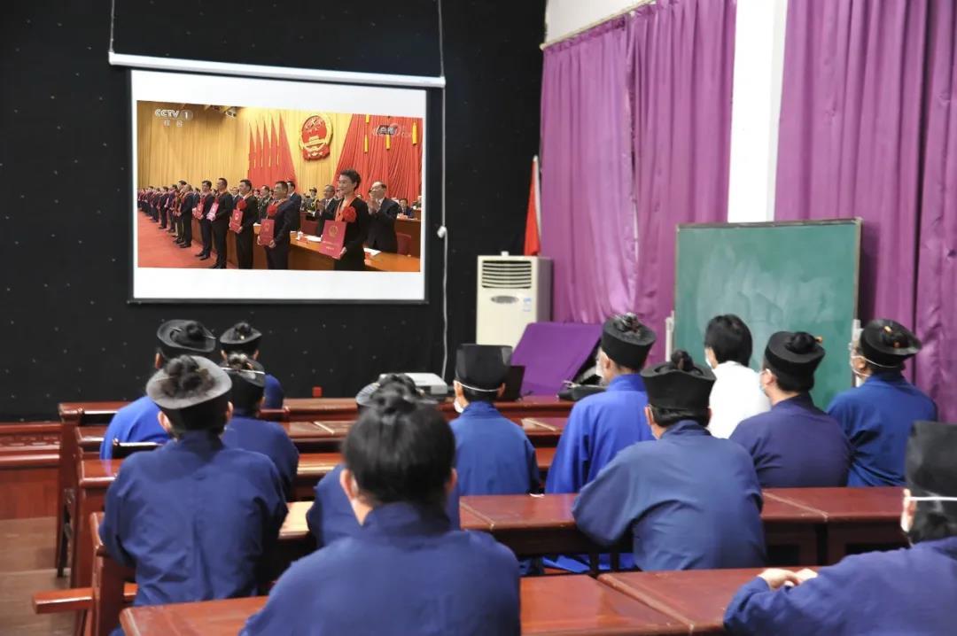 武汉长春观组织全体道众收看全国抗击新冠疫情表彰大会