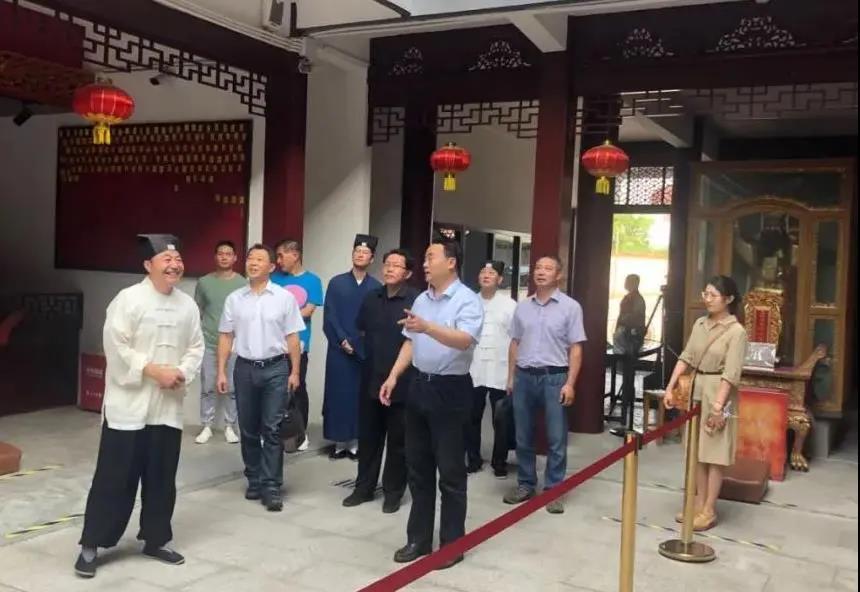 上海市民族宗教局领导赴宗教院校走访慰问