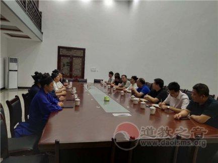 湖南省民宗委副主任刘鸿伏一行教师节到南岳坤道学院慰问在校教师