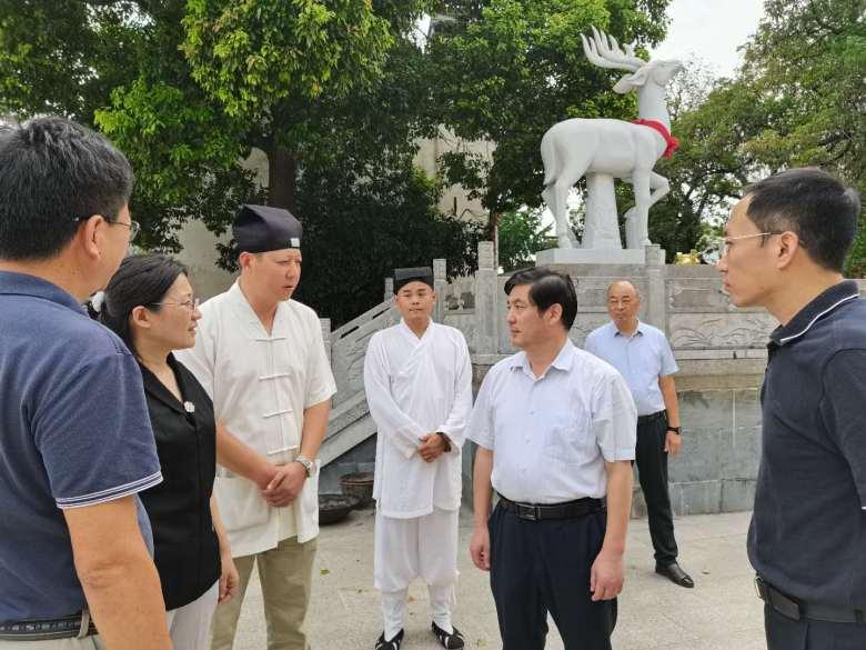 江苏省民宗委副主任邓飞检查宗教活动场所安全专项整治和疫情防控工作