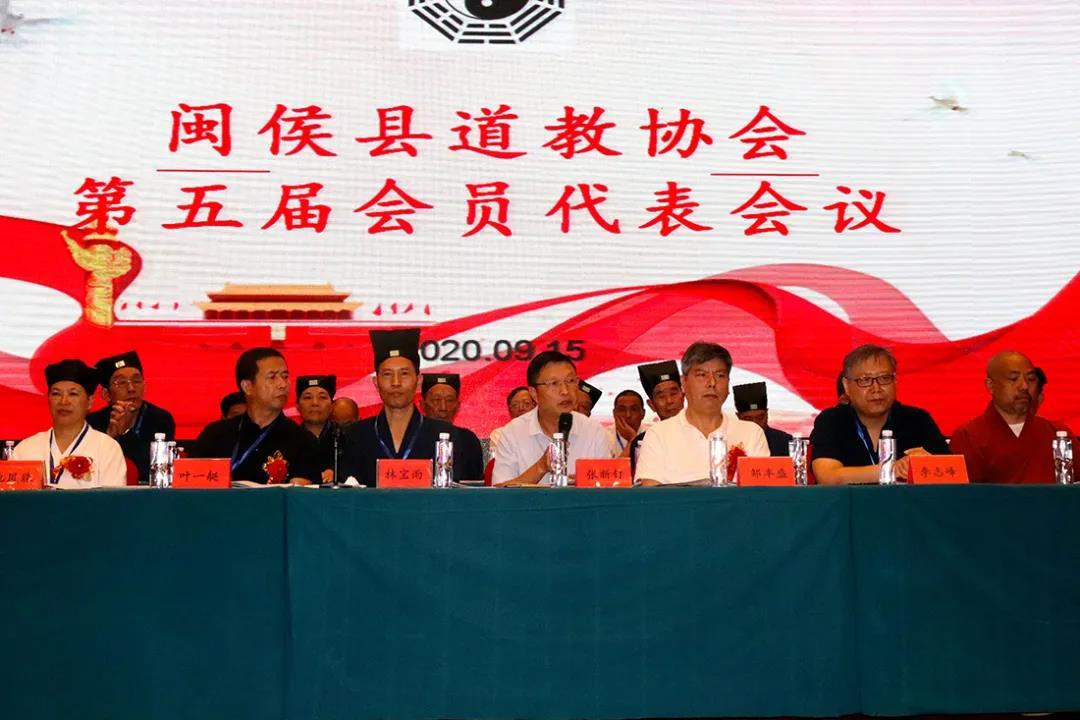 新当选的第五届理事会会长陈则淼道长发表讲话。