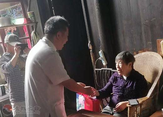 苏州城隍庙慈爱功德会开展中秋慰问独居孤寡老人活动