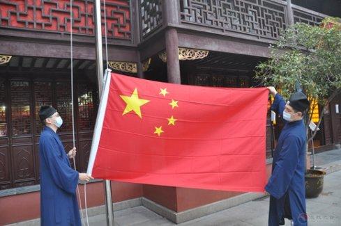 上海城隍庙举行升国旗仪式