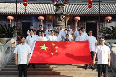 """苏州玄妙观隆重举行升国旗仪式 庆祝""""中华人民共和国成立71周年"""""""