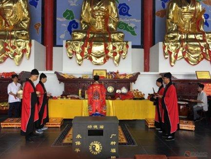 """南京方山洞玄观举行""""唱响国歌、礼赞国旗、致敬国徽""""活动"""