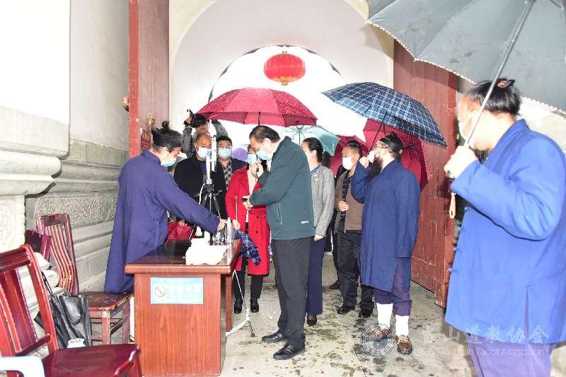 湖北省十堰市政协副主席一行赴静乐宫和道教学院调研工作