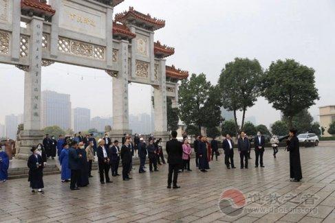 湖南省宗教界人士2020年集中谈话总结会全体代表考察邵阳玉清宫