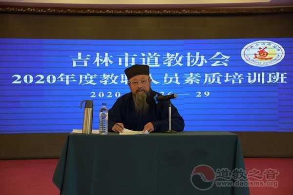 王俊杰调研员进行《宗教团体管理办法》讲座 (2)