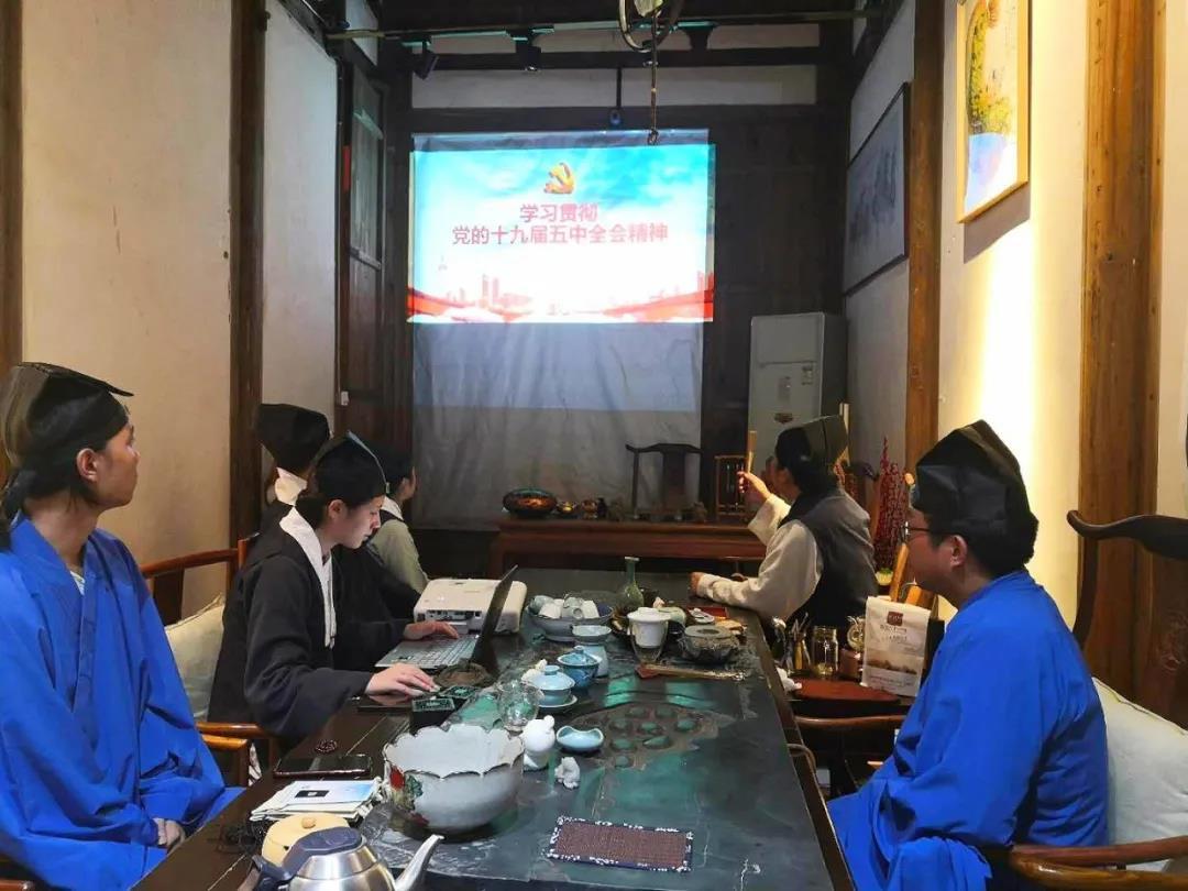 福州三坊七巷天后宫组织学习党的十九大五中全会精神