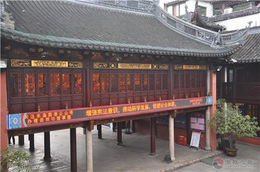 上海城隍庙开展宪法宣传周活动