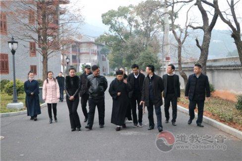 湖南省委统战部副部长符俊根一行到南岳坤道学院调研考察