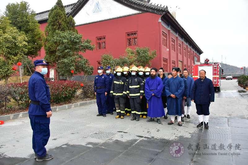 武当山道教学院开展2020年冬季消防安全应急救援演练