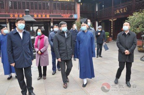 上海市副市长陈群到上海城隍庙检查常态化疫情防控工作