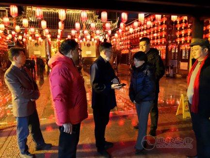 上海市民宗局、黄浦区领导除夕夜到上海城隍庙检查场所疫情防控及安全工作