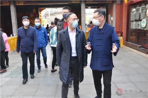 黄浦区委副书记、区长沈山州到上海城隍庙检查疫情防控和场所开放工作