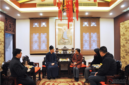 上海市委统战部常务副部长黄红、市民族宗教局局长花蓓到上海城隍庙检查疫情防控工作