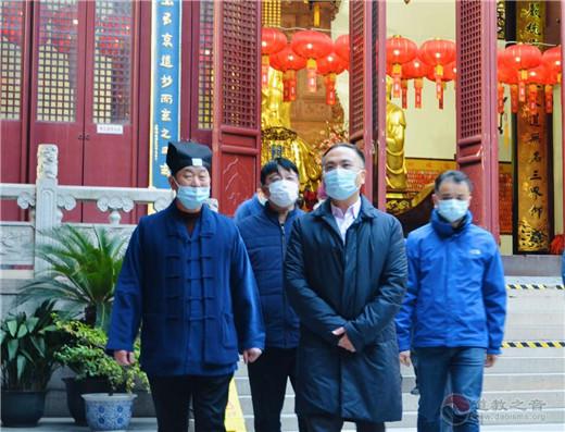 黄浦区委副书记、区长沈山州检查上海白云观疫情防控工作