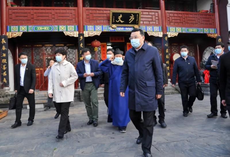 湖北省委常委、省委统战部部长尔肯江·吐拉