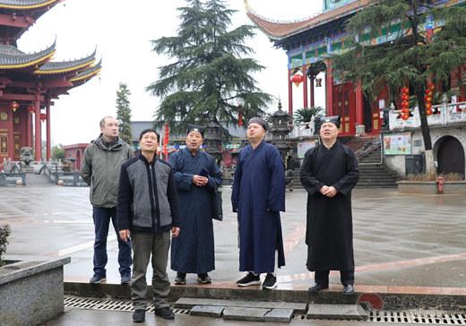 中国道协副会长、邵阳市道协会长吴理之道长赴洞口县调研道教工作