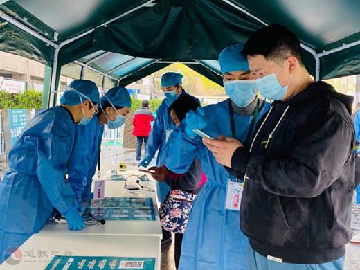上海白云观慈爱功德会参与卢湾体育馆新冠疫苗接种点志愿服务工作