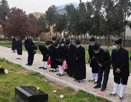 河南省道教界开展祭扫烈士陵园活动