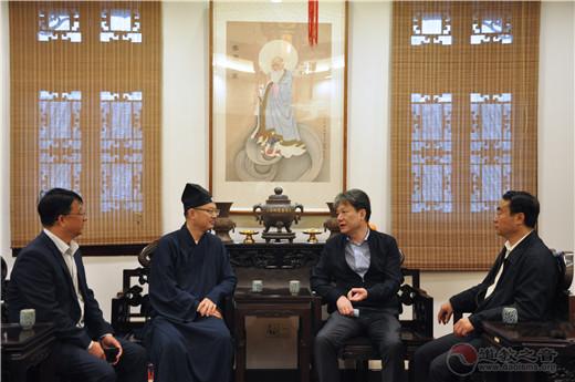 上海市政府副秘书长黄永平到上海城隍庙走访调研