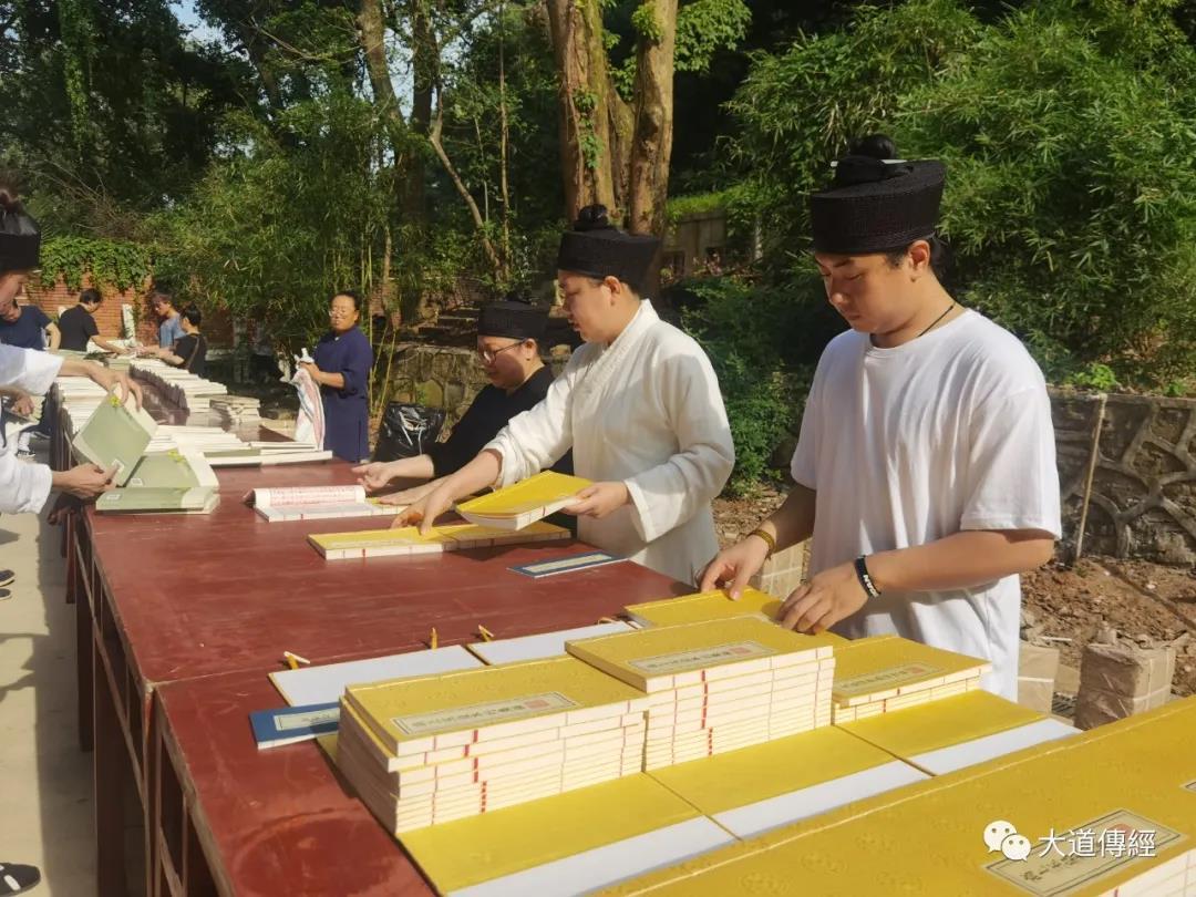 武汉大道观举行丛林晒经仪式